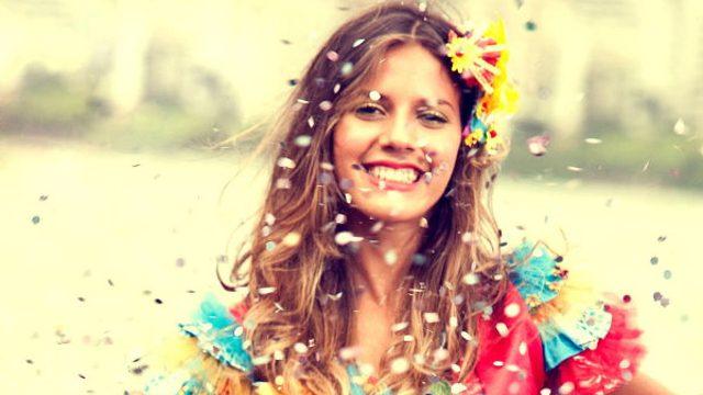 Carnaval: 12 expressões em inglês para fazer bonito na folia